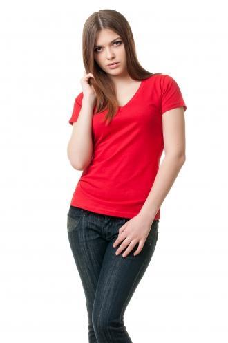 Женская футболка с v образным вырезом красная  8504